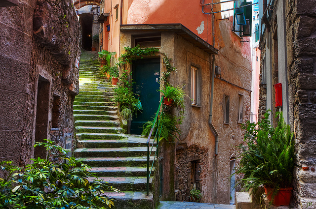 Jason's HDR adventure on the streets of Vernazza, Cinque Terre, Italy