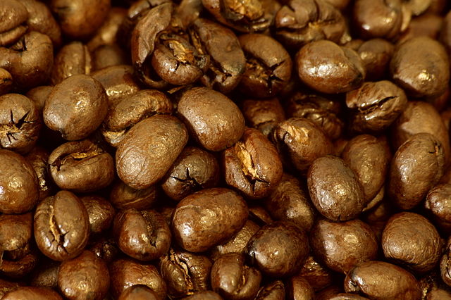 640px-Peaberry_coffee_beans,_close_up